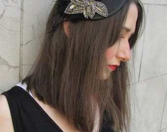 Black Dark Silver Bead Feather Fascinator Headpiece Hat Hair Clip Vintage X-17