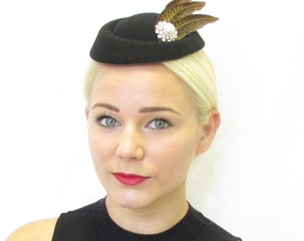 Black Brown & White Feather Pillbox Hat Fascinator Hair Clip Vintage 1940s 413