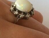 Lovely gold white ring 14k opal sapphires vintage