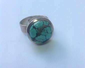 Vintage sterling silver turquoise cabochon ring.