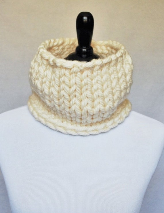 SALE! Cream Chunky Knit Cowl, Neck Warmer, Short Infinity Scarf - Neutral, Off White, Winter White