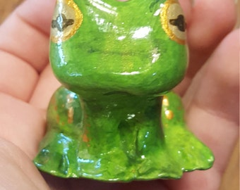 Frog Figurine - OOAK handmade airdry clay sculpture  // animal lover gift // kids gift // metallic frog // gold and green // one of a kind