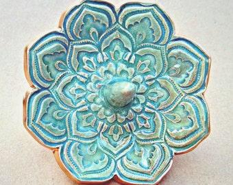 Ceramic Lotus Ring Holder Sea Green edged in gold