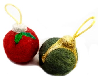 Needle Felting ornament kit: wool, mini batts, green, Red, white snow snowflake Winter, Tree Ornament, Christmas Holiday Colors, DIY gift