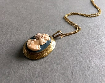 Vintage Cameo Pendant Necklace - High Relief