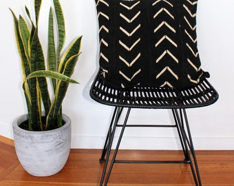 Vintage African Mud Cloth Cushion Pillow Cover - Black and white Arrows Large