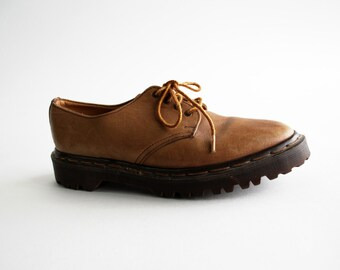 Size 7: Doc Marten's Light Tan Leather Low Lace Up Shoes