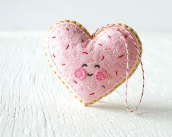 PDF Pattern - Sugar Cookie Heart, Valentine's Day Ornament Pattern, Kawaii Softie Sewing Pattern, Felt Ornament Pattern