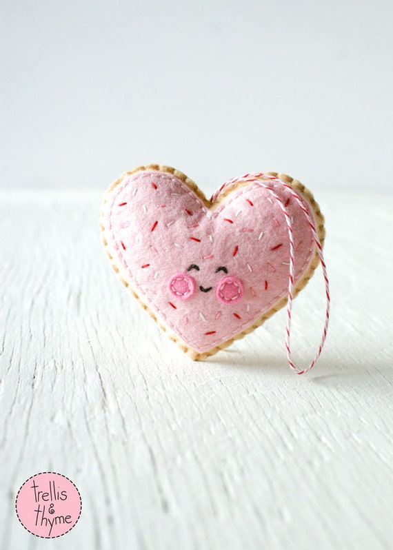 PDF Pattern - Sugar Cookie Heart, Valentine's Day Ornament Pattern, Kawaii Softie Sewing Pattern, Felt Ornament Pattern