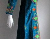 70s vtg  silk embroidered kaftan