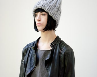 The Beanie (in Light Grey)