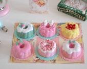Sweet Petite Play Scale Kitschy Christmas Mini Bundt Cake Set