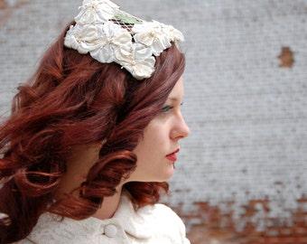 Vintage 1950s wedding hat, white floral headpiece headband fascinator, netting pillbox ladies bridal formal pin-up neutral