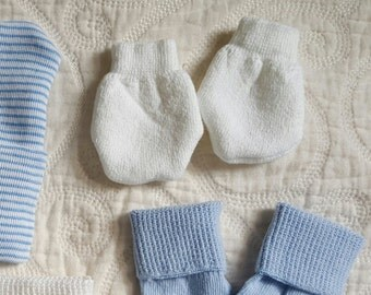 Just In!! Newborn Mittens Plain White for Boys or with Pink and White Bows to match your Newborn Hospital Hat/Beanie for Girls.