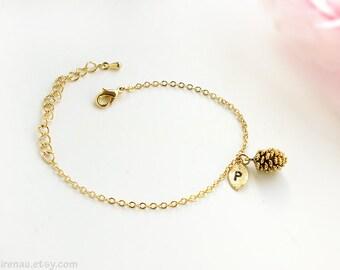 Bracelet cône de pin, personnalisé bracelet or pin cône Initial bracelet demoiselle d'honneur cadeau automne chute bijoux tous les jours moderne bois or
