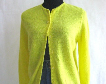 50s Yellow Cardigan Sweater, Vintage Lemon Yellow Sweetree Boucle Scallop Edged Sweater Size M Medium to L Large