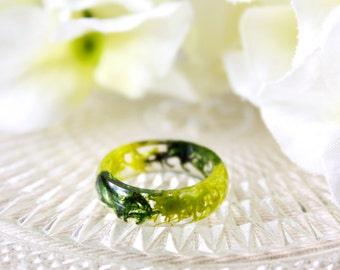 Resin / ring / green / Resin Jewelry, Real Flower Jewelry, Resin Flower Ring, Real Flower Ring, Cool Ring, Gift for her, Botanical Jewelry