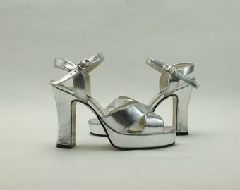 Vintage 90s Silver Vegan Platform Chunky Heel  Strappy Sandals Shoes Size US 6.5