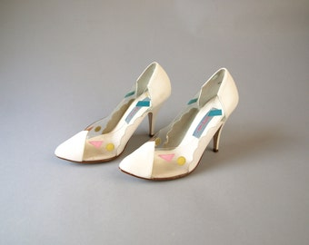 Vintage 80s white leather heels with Lucite and geometric accents womens size 6 6.5 or 7 pink triangles yellow blue circles mod pointy pumps