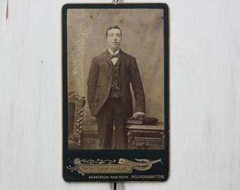 Edwin, portrait CDV, photo c1890s, Carte de Visite, studio portrait, Victorian gent, handsome man, Social History, Wolverhampton  (cdv/gl6)