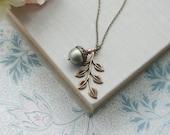 Acorn Leaf Necklace. Large Pearl. Fall Rustic Nature Inspired. Bridesmaids Leaf Acorn Jewelry, Oak Leaf Necklace, Woodland Jewlery Oak Leaf