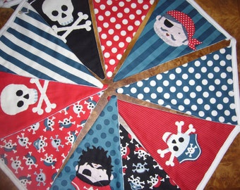 Hand Quilted Pirate Theme Fabric Bunting. Skull & Crossbones Pirate Bunting. Bunting for Boys Room. Kids party bunting.