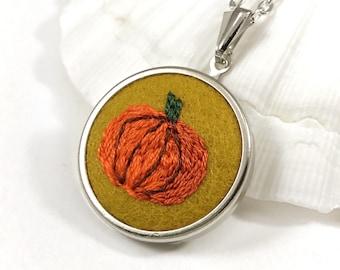Pumpkin Necklace, Pumpkin Jewelry, Pumpkin Pendant, Fall Necklace, Autumn Necklace, Fall Jewelry, Fall Gift, Pumpkin Gift, Autumn Jewelry