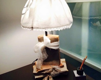 Hand-decorated table lamp