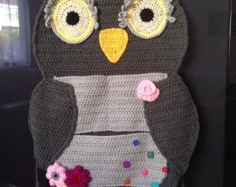 Kids hanging owl organiser in car or at home