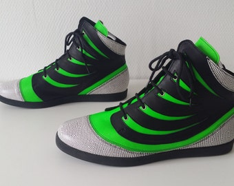 "Model ""5 h"" Pompsy green black light (Collection 24 hours)"
