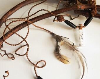 Dandelion macrame necklace, Rudraksha seeds, natural feathers - Collier macramé fleurettes de pissenlits, graines naturelles de rudraksha