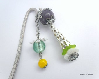 Bookmarks white flowers and multicolored beads