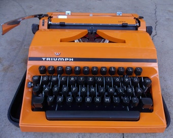 Working typewriter Triumph junior / with case / vintage manual typewriter / orange typewriter / from 70s / home decor
