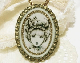 Vintage girl necklace, Vintage style necklace with pendant, romantic necklaces for her, antique Victorian necklace, antique brass pendant