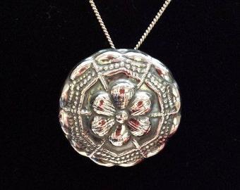 Sterling silver vintage pendant floral design