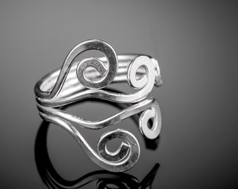 Sterling silver knuckle ring. silver knuckle ring. midi ring. knuckle ring silver. midi ring sterling silver. above knuckle ring. open ring.