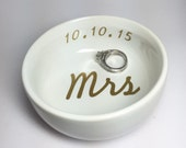 Mrs + Wedding Date Ring Dish With Vinyl Design | Custom Wedding & Engagement Ring Holder | Personalized Jewelry Dish
