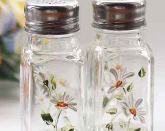hand painted salt and pepper daisies