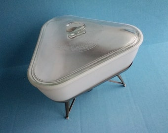 Atomic casserole baking and warming serving dish w stand &lid