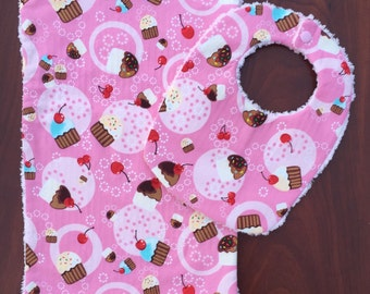 Pink cupcake bib and burp cloth, pink cupcake bib, cupcake bib, cupcake baby gift, cupcake baby shower, cupcake baby shower gift