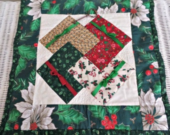 Vintage Christmas Quilted Wall Hanging: Handmade, Holiday