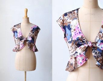 SALE: vintage floral tie crop top with ruffles / size M-L / round neck / 60s 70s floral crop top / 70s summer
