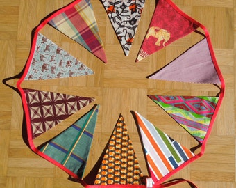 Garland of 2 m 20, topped with 10 colorful pennants, decor for kids room.