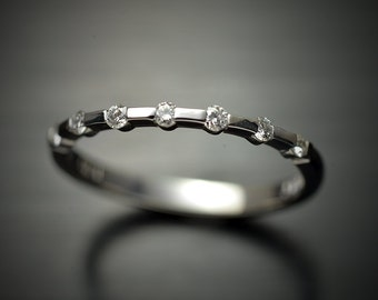 PLATINUM Wedding Band with 7 round brilliant diamonds