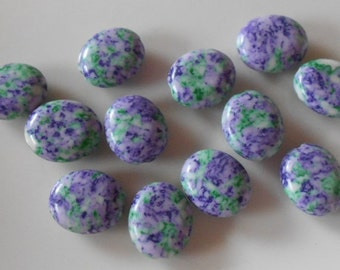 Pack of 12 synthetic howlite oval beads, mauve & mint
