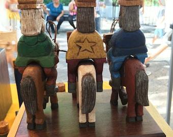 Tres Reyes Magos a Caballo policromados corte tradicional con bandera de PR (Three wise men on horse)  in traditional style Polychromed