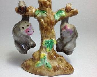 Unique!  Salt & Pepper Set - Monkeys Hanging from a Tree!