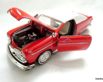 Vintage Ford Custom Street, collectible diecast ford, red ford car, rear-wheel drive car ford D5/1103