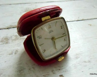 Vintage SMITHS EMPIRE out of order clock mechanical wind Clock table clock Smiths travelling red clock red smiths in red leather A00/063