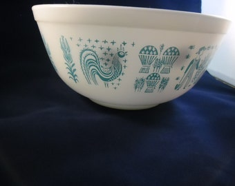 Set of 2 Butterprint Pyrex nesting mixing bowls.